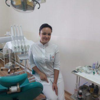 Лікар-стоматолог-терапевт Пономарова Анастасія Сергіївна